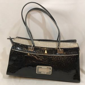 Women s New Collection Guess Handbags on Poshmark 3eda08af74